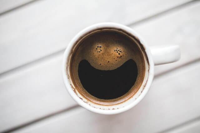 O que pode acontecer se um cão beber café?