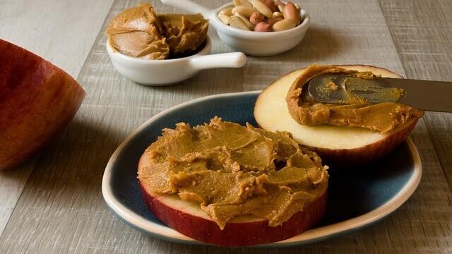 Os gatos podem comer manteiga de amendoim?